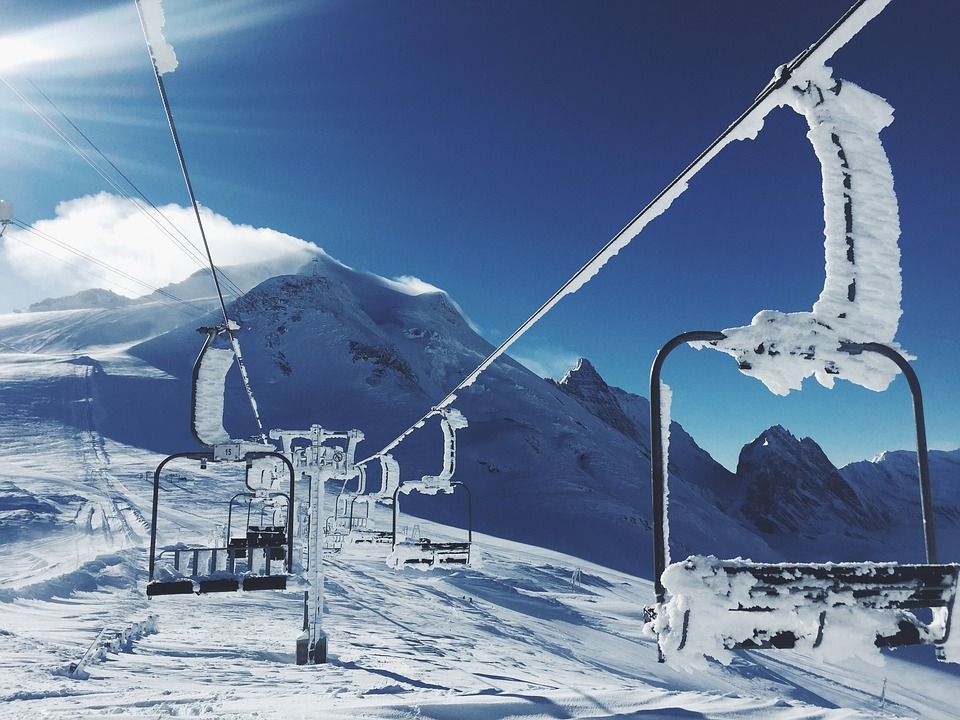 ski-lifts-1209812_960_720